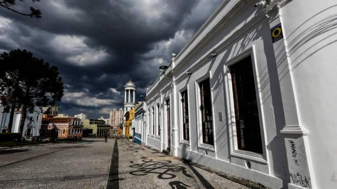 Lockdown Curitiba: Movimento colhe mais de 15 mil assinaturas em favor do fechamento total